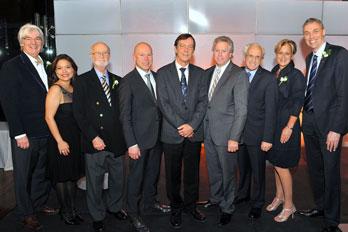 Daniel Richard et les Lauréats 2013 en compagnie des dignitaires Bombardier